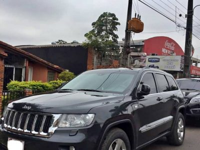 VENDO JEEP GRAND CHEROKEE LAREDO 4×4